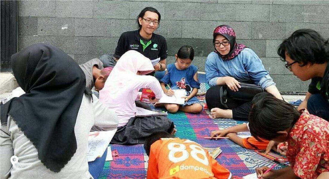 Ulurkan Tangan Pada Anak Jalanan Di Kota Bekasi