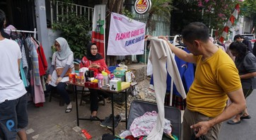 Tips Jitu Layani Calon Pembeli di Garage Sale